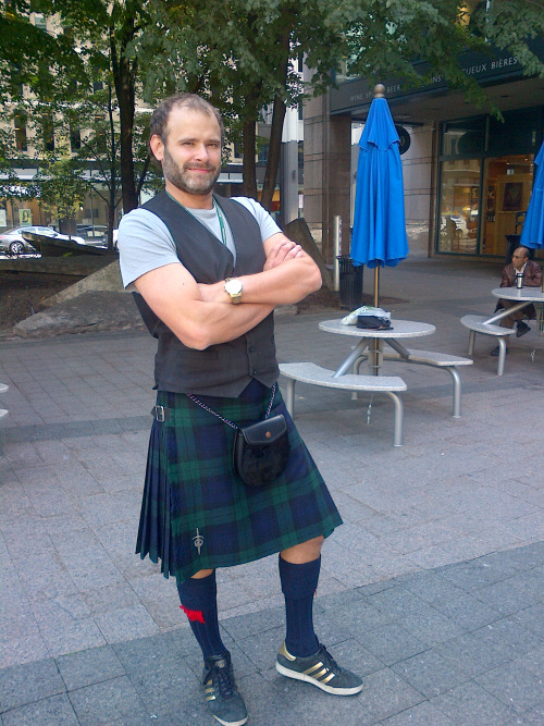 Jade Sambrook wearing a kilt and using the sporran to store the Scottish Smartphone Video Making Kit